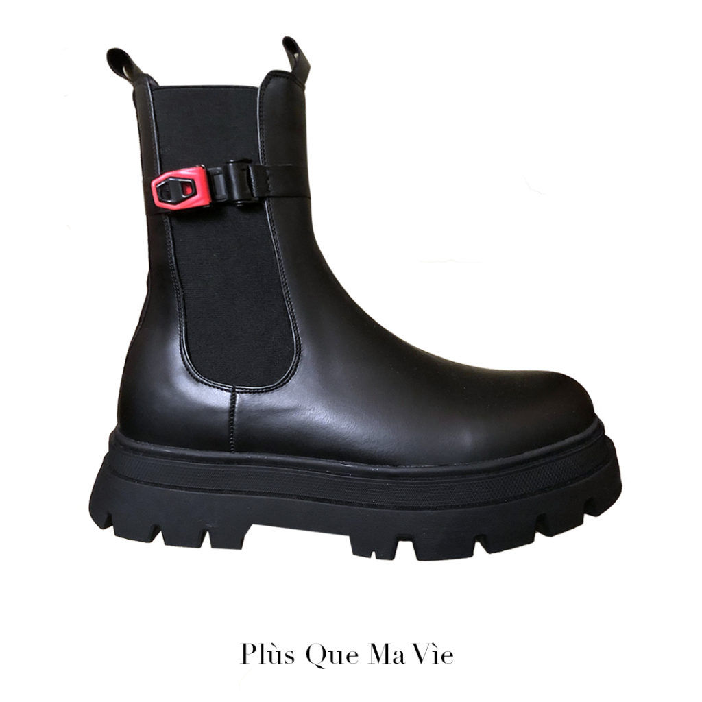 EXCLUSIVE LEATHER BOOTS WITH CLIPS